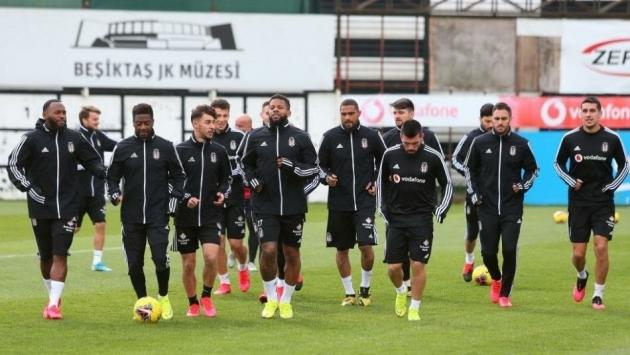 Beşiktaş'ta 2 futbolcunun korona virüs testi pozitif çıktı