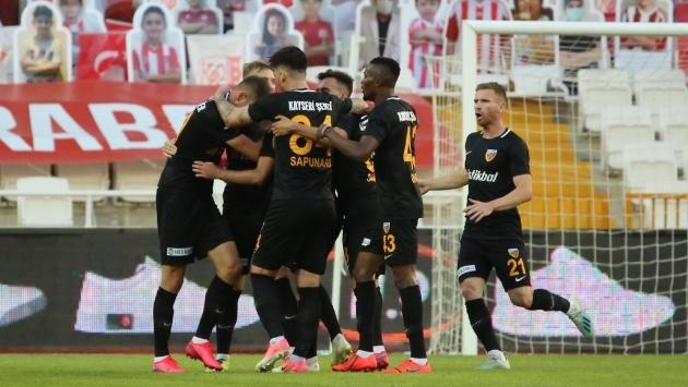 Şampiyonluk kovalayan Sivasspor evinde Kayseri'ye yenildi