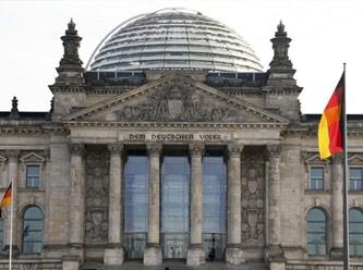 Almanya şokta! Federal Meclis'i yakmaya çalıştılar