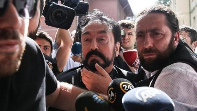 Adnan Oktar'ın Ankara'daki evlerinden 10 milyon dolarlık 'fosil' çıktı