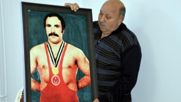 Şampiyon güreşçi Reşit Karabacak koronavirüse yenik düştü