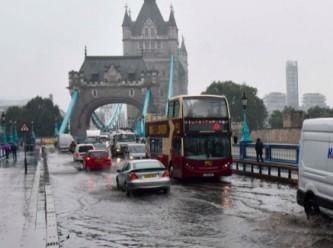 Londra'da sel